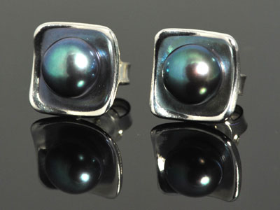 Beautiful black peacock cultured pearl, cupped in a handmade bed of pure silver